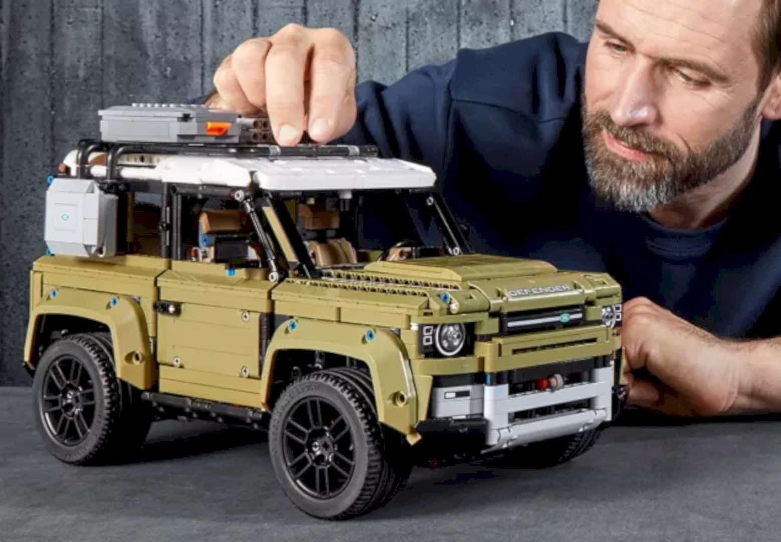 LEGO® Land Rover Defender 1
