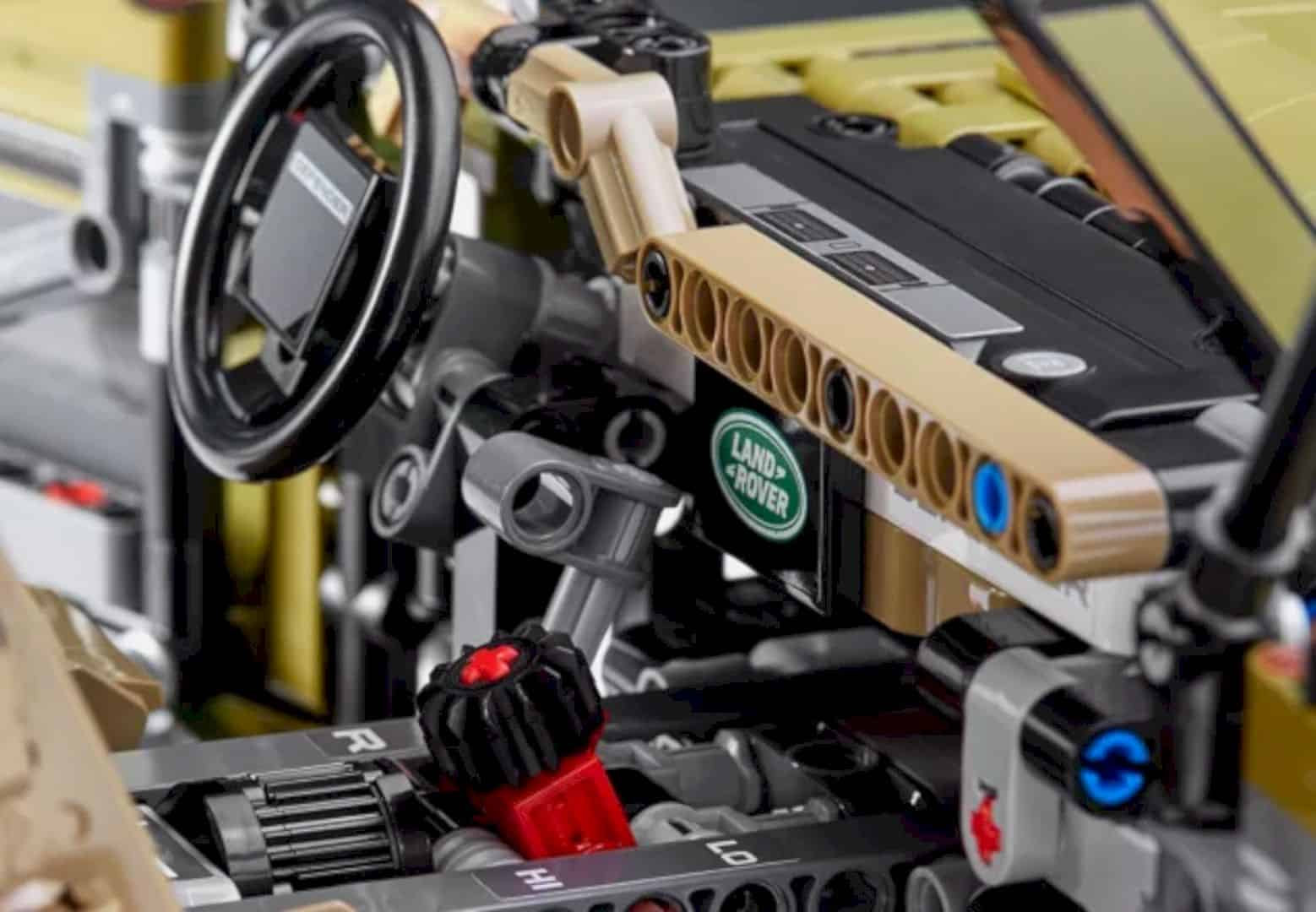 LEGO® Land Rover Defender 2