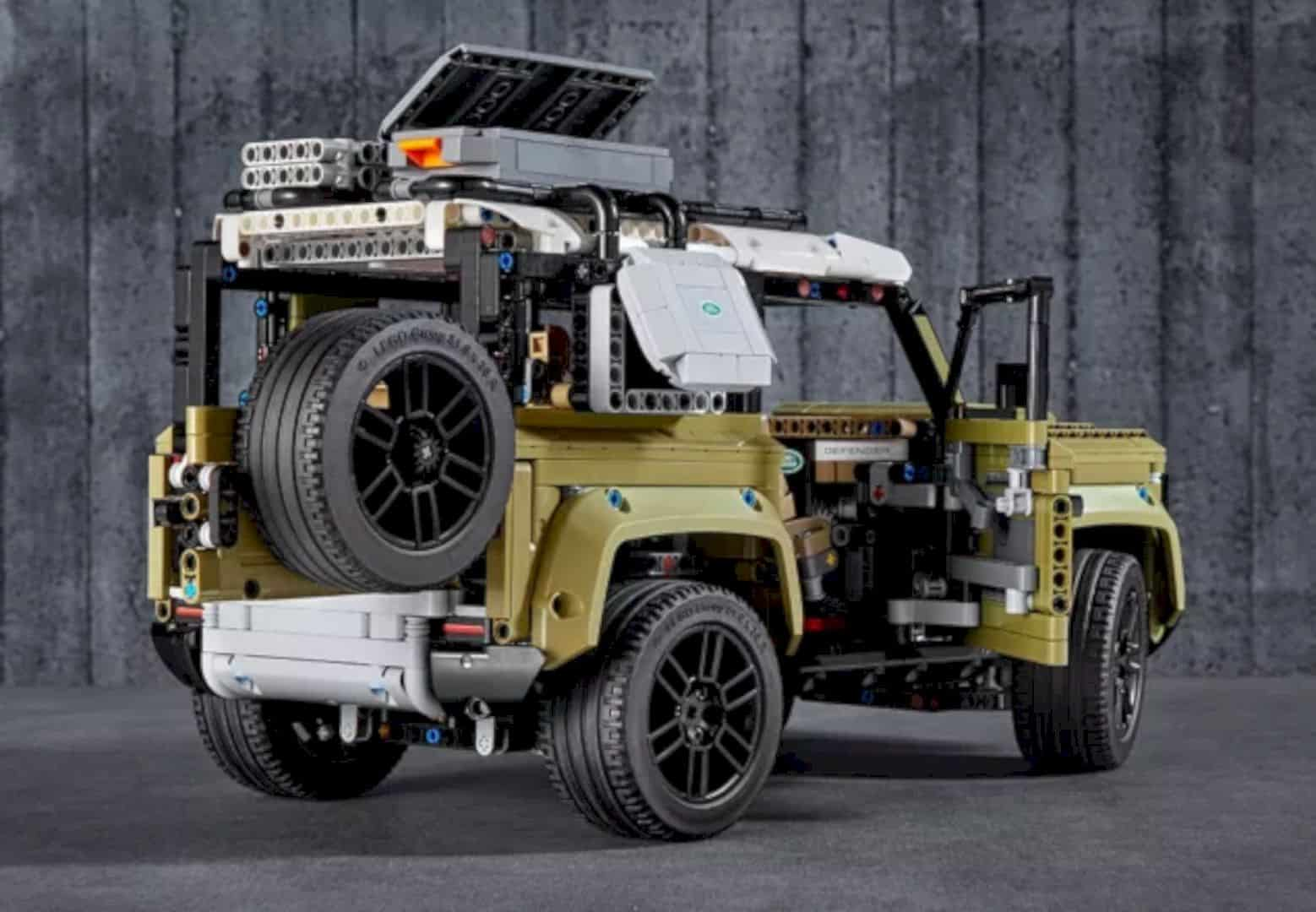 LEGO® Land Rover Defender 3