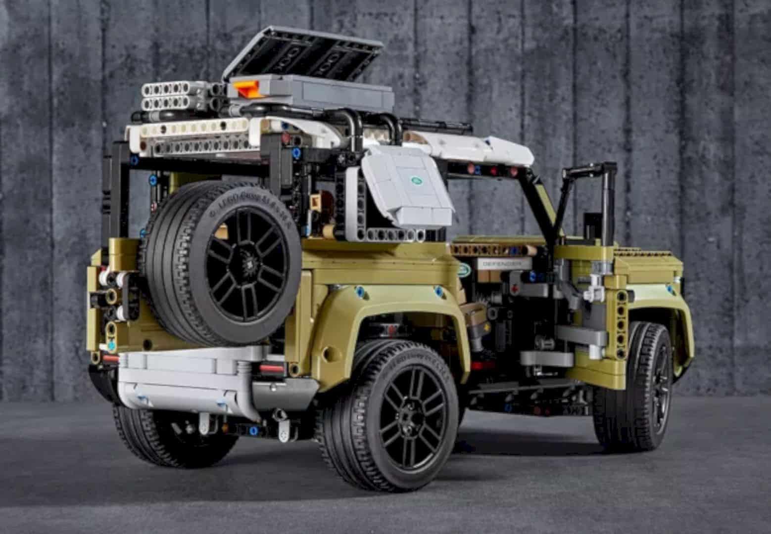 LEGO® Land Rover Defender 3