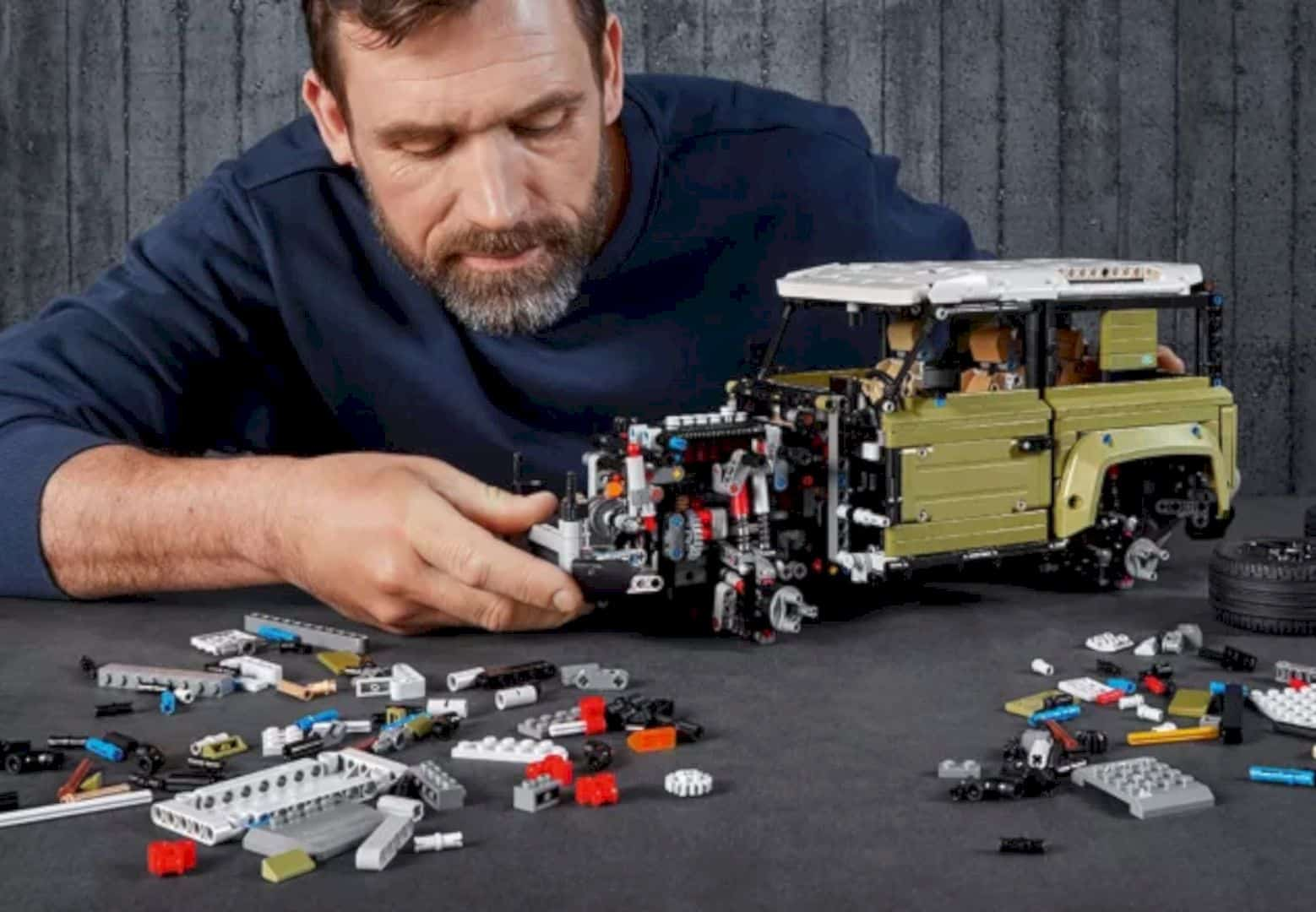 LEGO® Land Rover Defender 4