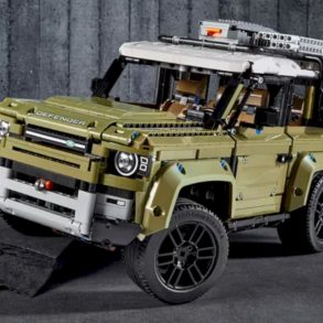 LEGO® Land Rover Defender 5