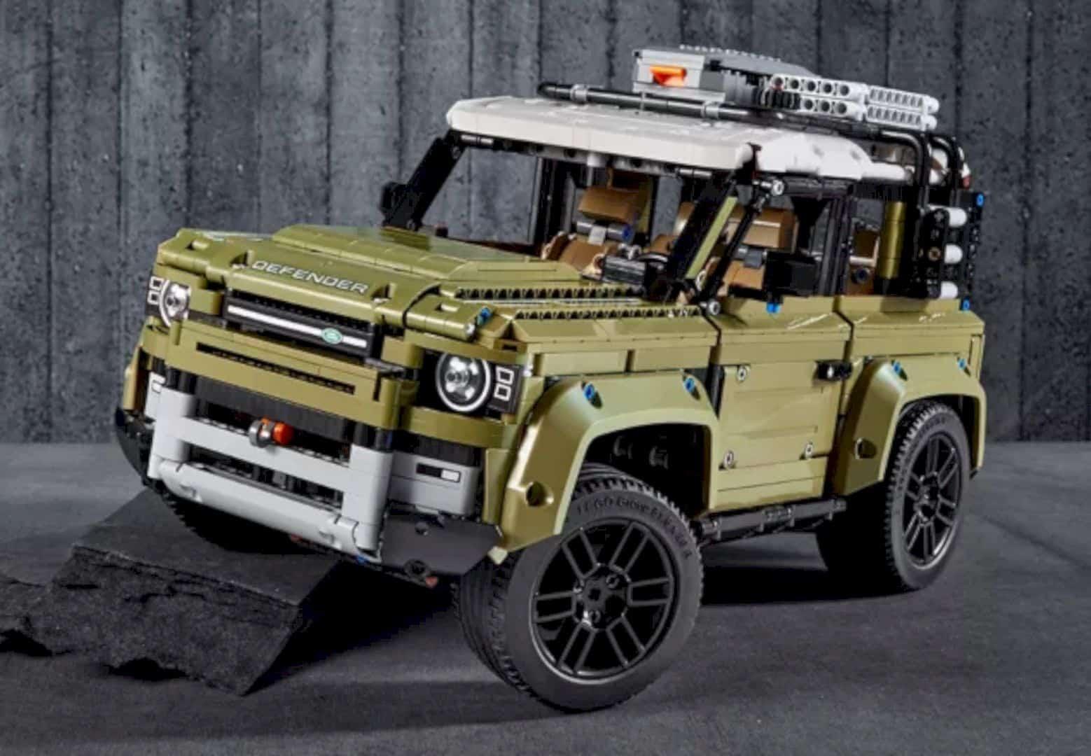 LEGO® Land Rover Defender 5