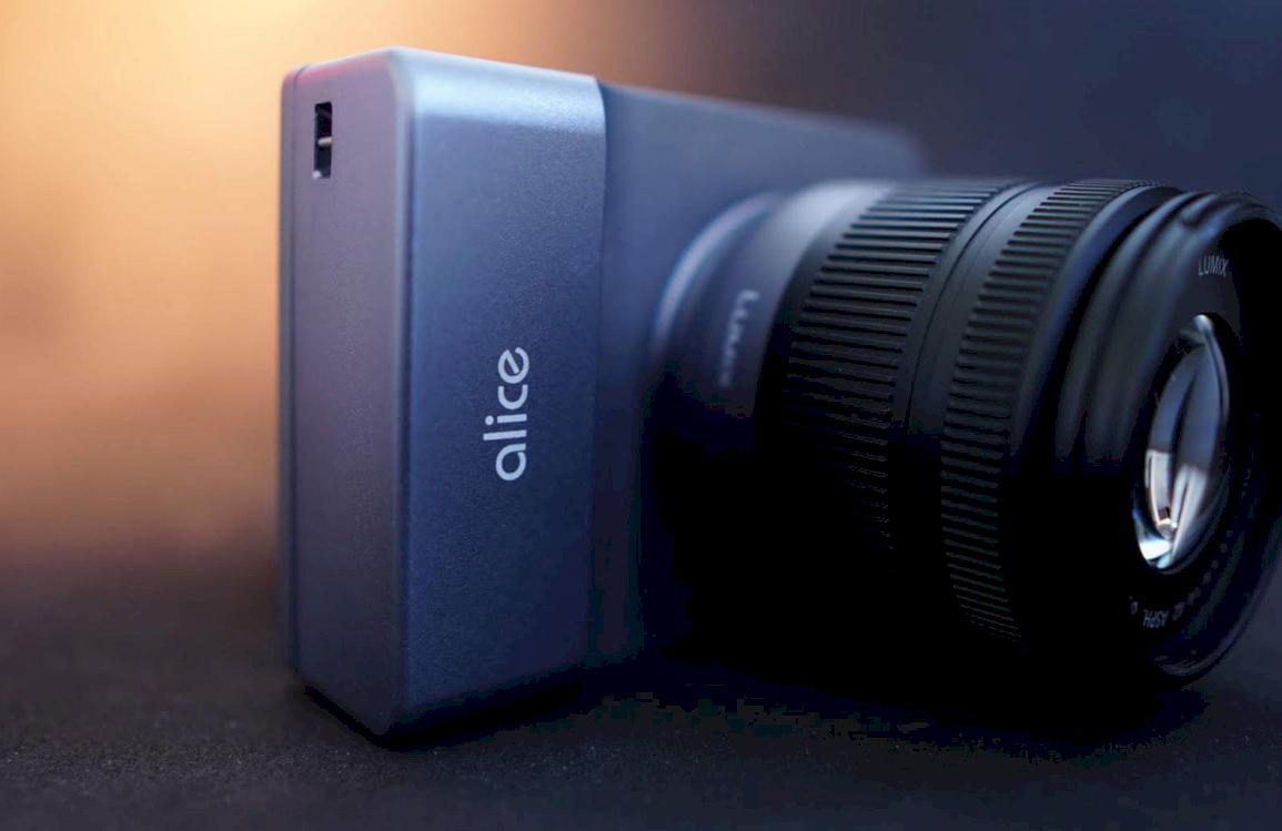 Alice Camera 2
