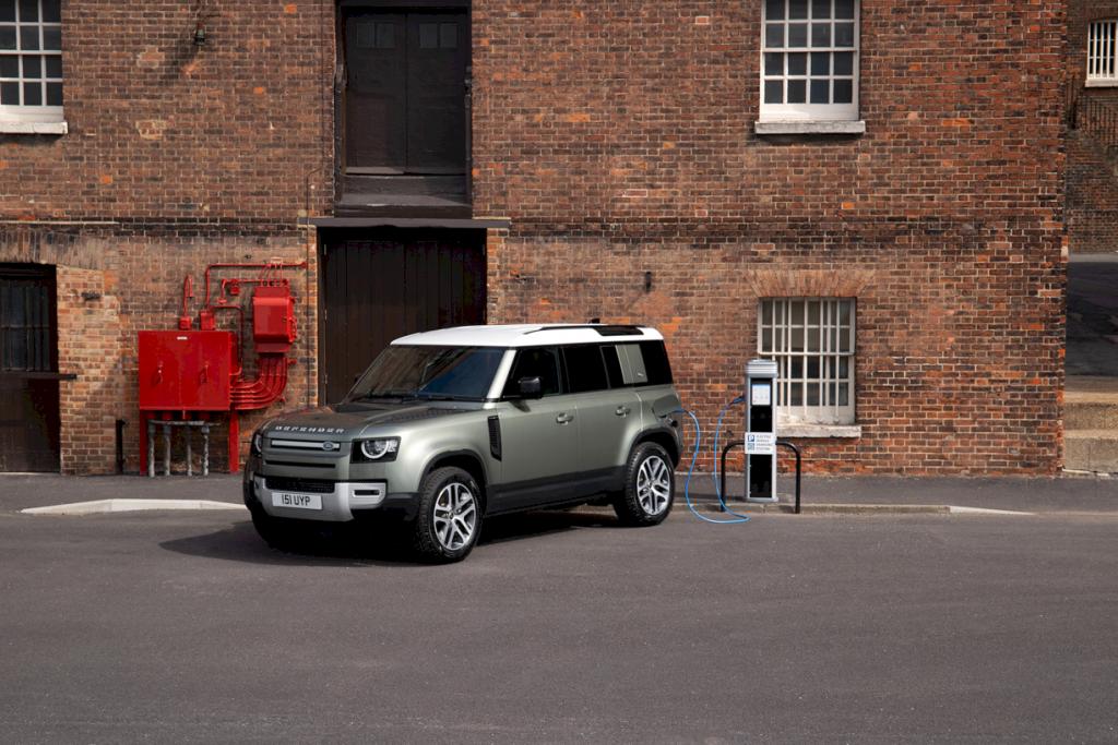 Land Rover Defender Plug In Hybrid 28