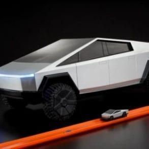 Hot Wheels® RC Cybertruck (3)